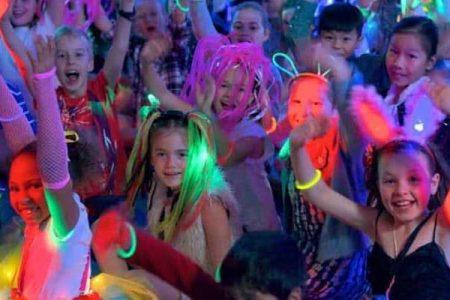 PartyKids - Drive in Show voor kids